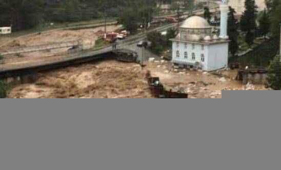 Artvin'de şiddetli sel! Yollar kapandı, evleri su bastı