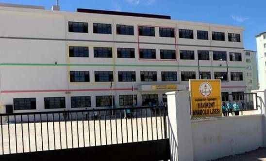 Uzaklaştırma cezası alan öğrenci okul müdürünü bıçakladı