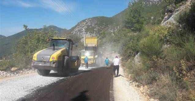 Bademağacı Mahallesi'nde asfalt, Mahmutseydi'de yol açma çalışması
