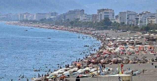 Antalya'nın dünyaca ünlü sahili ekim ayında tıklım tıklım doldu