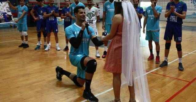 Alanya Belediyespor oyuncusu sahada diz çöküp, hayatının transferini yaptı
