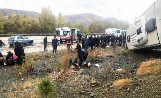 Belediye servis aracı kaza yaptı! 31 yaralı...