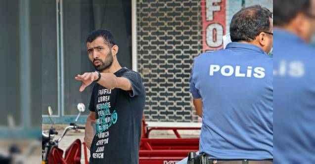 Antalya'da kapkaççı şahıs, çalmaya çalıştığı para dolu poşet yırtılınca amacına ulaşamadan kaçtı