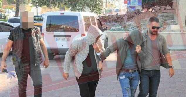 Alanya'da aranan 2 hırsız birlikte yakalandı