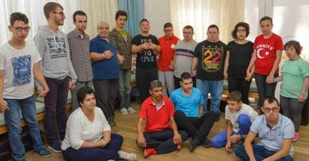 """Antalya'da otizm ve down sendromlu çocuklar """"Aksaray'a sessiz kalma"""" diye haykırdı"""