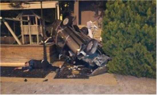 Otomobil restoran bahçesine uçtu: 1'i ağır 2 yaralı