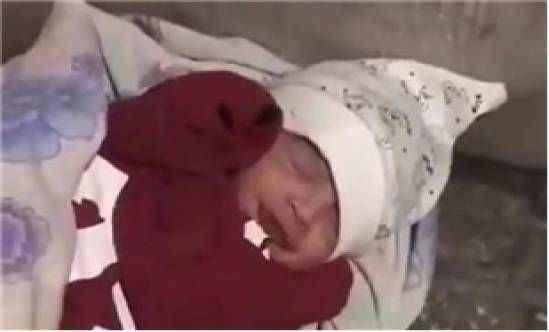 1 aylık bebeği sokağa terk ettiler