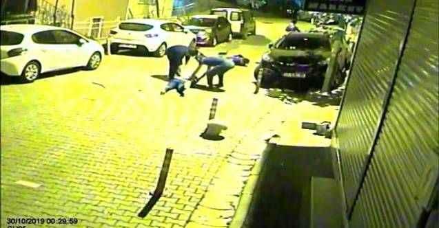 İstanbul'da feci olay! Gençleri böyle gören mahalleli sokağa döküldü