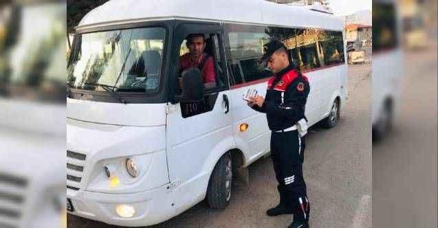 Antalya'da jandarmadan servis araçları denetimi