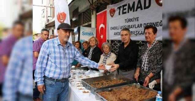Büyükşehir'den 1500 kişilik helva ikramı