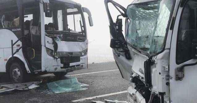 Sarıkamış'ta 6 araç birbirine girdi: 20 yaralı