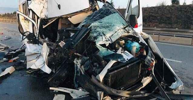 Bursaspor taraftarlarını taşıyan minibüs TIR'a çarptı: 17 yaralı