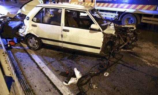 İstanbul'un göbeğinde feci kaza! İkiye bölündü