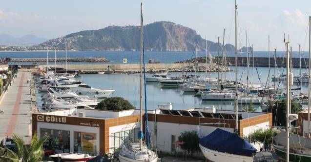 Alanya'da turistik yat ve tekneler sezona hazırlanıyor