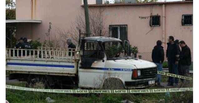 Antalya'da yanan kamyonette küle dönmüş erkek cesedi bulundu