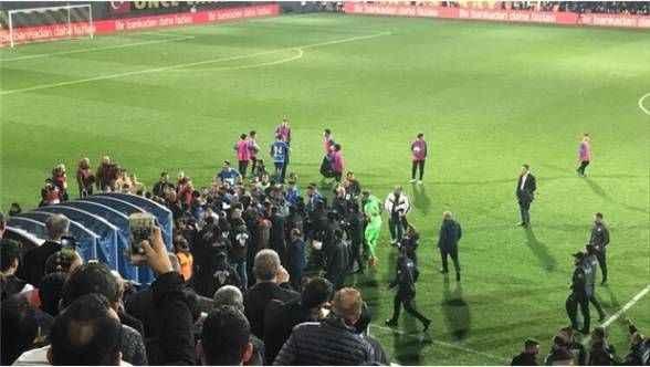 Tuzlaspor-Galatasaray maçı sonrası olay çıktı!