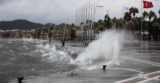 Antalya'da sağanak yağmur ve fırtına uyarısı