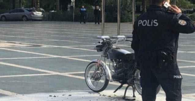 Alanya'da Atatürk Anıtı önünde motosikletini yaktı