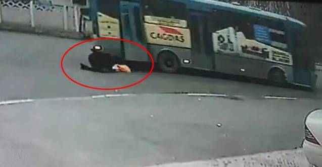 Halk otobüsünden düşen kadın öldü