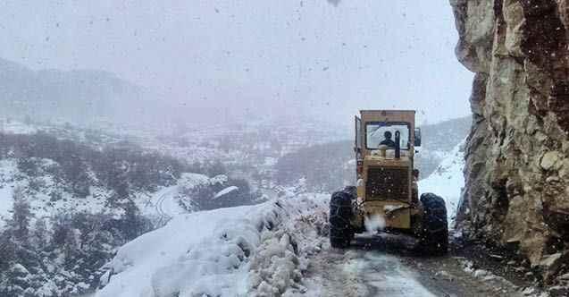 Alanya'da kapanan yollar açıldı: Mahsur kalan vatandaşlar kurtarıldı