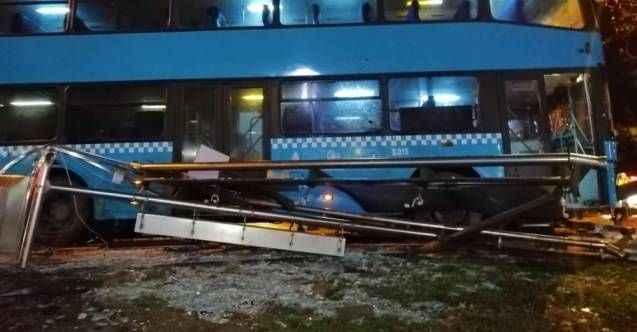 İstanbul'da halk otobüsü durağa daldı: Ezilen vatandaşlardan 3'ünün durumu ağır