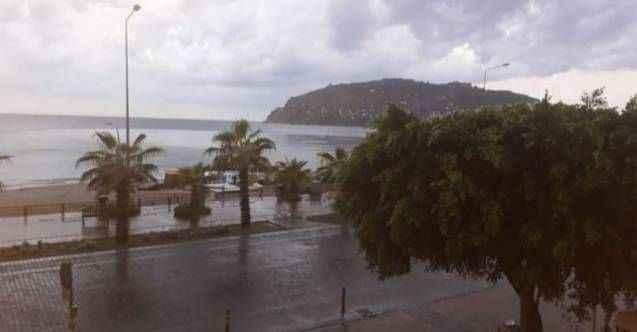Sağanak yağış devam ediyor! Alanya'da bugün hava nasıl olacak?