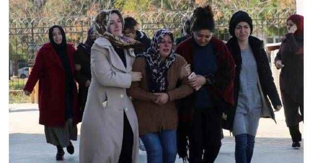Antalya'da ağaca çarpan otomobildeki üniversiteli Karun öldü, 2 kişi yaralı