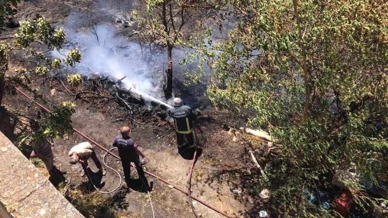 Alanya'da bahçe yangını! Yerleşim yerlerine sıçramadan söndürüldü