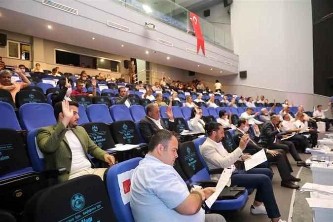 Alanya Belediye Meclisi'nde 'Yetmez ama evet' vurgusu