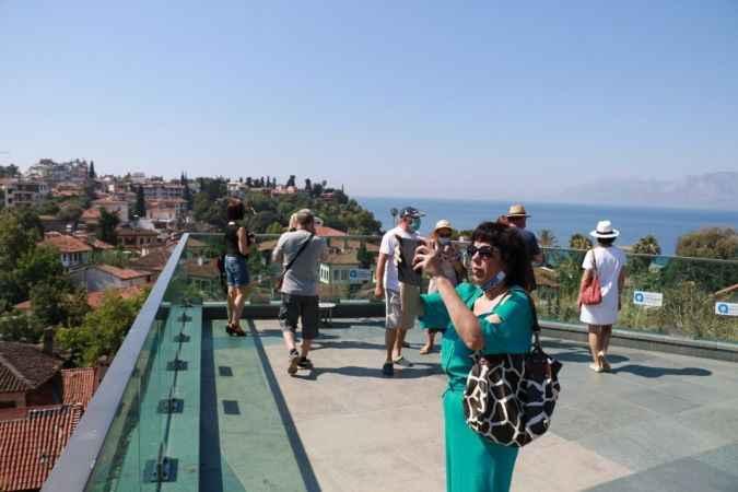 Antalya'da ilk turist kafilesi tura çıktı