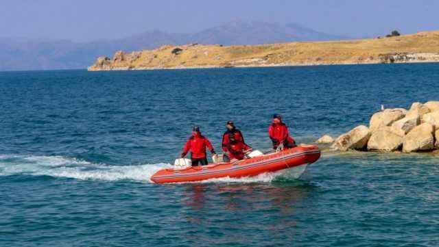Van Gölü'nde 60 kişiyle battığı düşünülen teknenin yeri bulundu