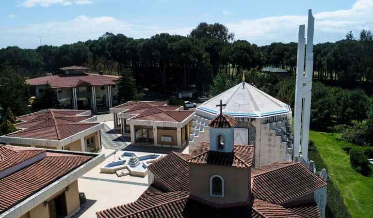 Antalya'da Hristiyan turistler 'Hoşgörü Bahçesi'nde İslamiyeti seçti