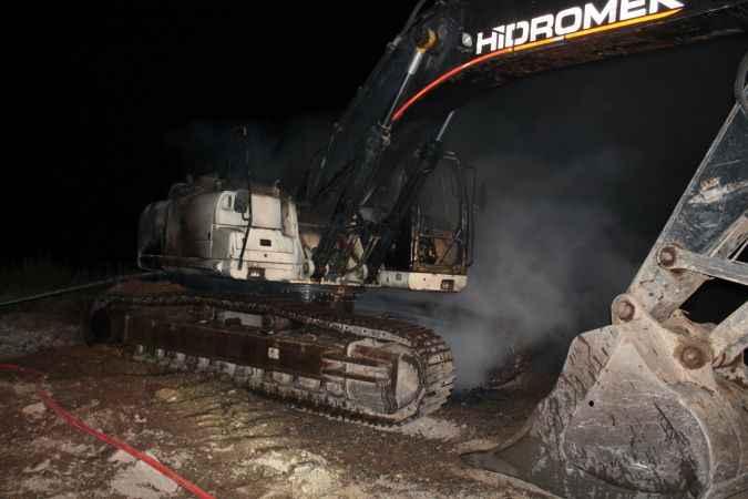 Gazipaşa'da iş makinesi yanarak kullanılamaz hale geldi