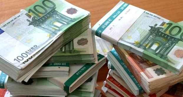 Dolar yatay seyirde, euro rekor kırdıktan sonra düştü