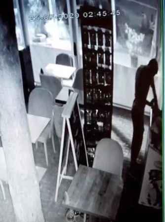 Antalya'daki o rahatlık pes dedirtti! Hırsız, girdiği kafede dondurma yedi