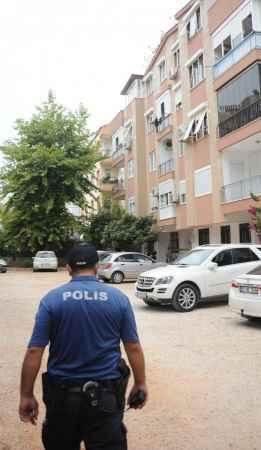Antalya'da bir binada karantina uygulaması başlatıldı