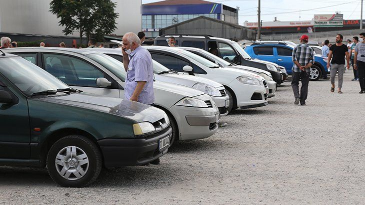 Galericilerden ikinci el araç alacaklara uyarı: Fiyatlar 3 ay içinde düşecek