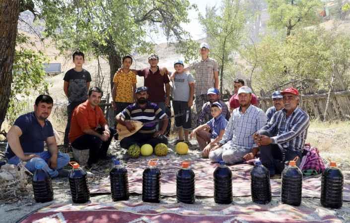 Antalya'da atadan kalma yöntemle katran yağı üretimi