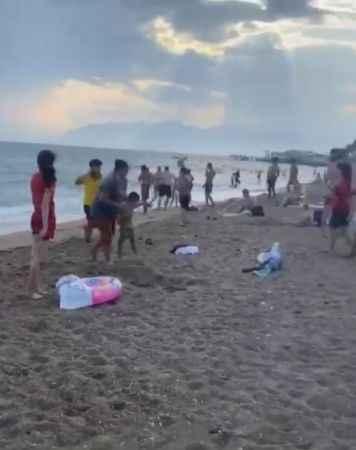 Antalya'da sahilde büyük tepki çeken şaka: BŞB inceleme başlattı