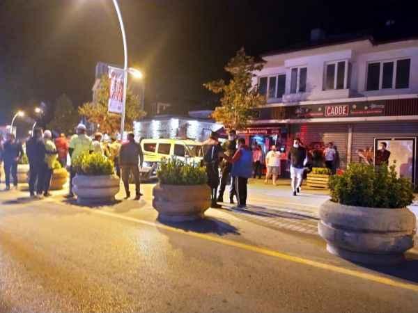 Kavga eden iki grup, kendilerini ayırmak için gelen polis ve bekçilere saldırdı: 2'si polis, 3'ü bekçi 6 yaralı