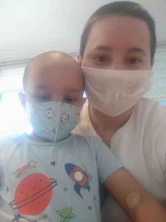Minik Mustafa annesinin sosyal medyadan yaptığı çağrıyla hayata tutundu