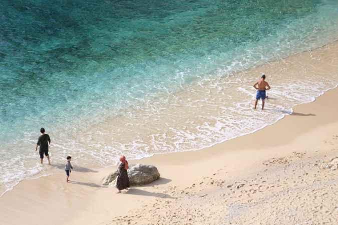 Dünyaca ünlü Kaputaş Plajı'nda deniz, kum ve güneş keyfi