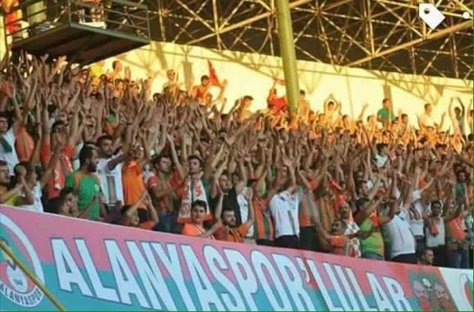 Alanya'da Okşar'ın çağrısına kulak verdiler: Mahmutlar gençliğinden Twitter'a davet