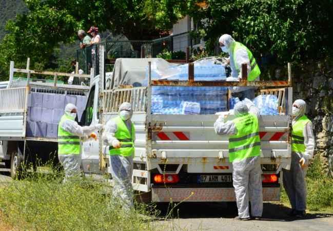 Manavgat Belediyesi'nden karantinadaki mahalleye gıda desteği