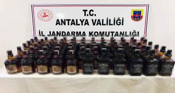 Antalya'da durdurulan araçta 30 bin TL değerinde kaçak içki ele geçirildi