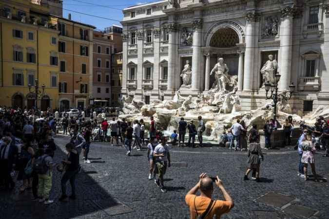 İtalya'da son 24 saatte 2 bin 483 yeni vaka