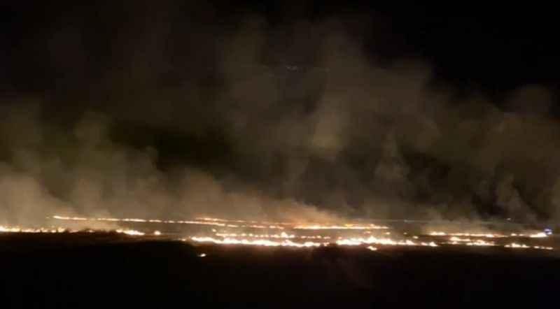 Geceyi alevler aydınlattı! Tarlada büyük yangın