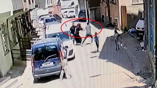 Parasını alamayan ev sahibi, kiracısına bıçakla saldırdı