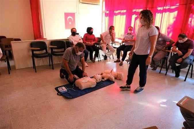 Alanya'da belediye personeli hayat kurtarmanın püf noktalarını öğrendi