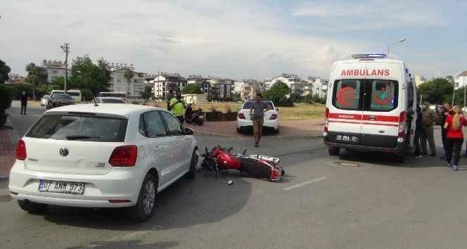 Manavgat'ta otomobil ile motosiklet çarpıştı: 1 yaralı